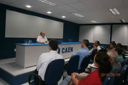 Foto Seminário proferido pelo prof Werner Baer no auditório do CAEN em 04 /08/2014.